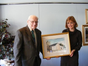 Milton Welt presents one of his paintings